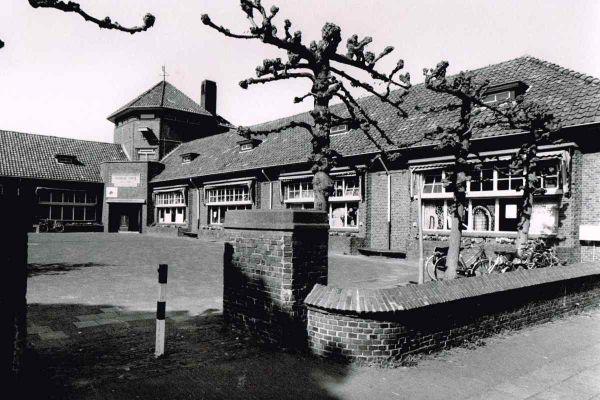 foto-jan-buwalda-school-kerkstraat-1994-12008BEB3FE4-349F-5DA1-F48B-DD7D3A927E09.jpg